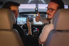 Cockpit Gast mit Pilot